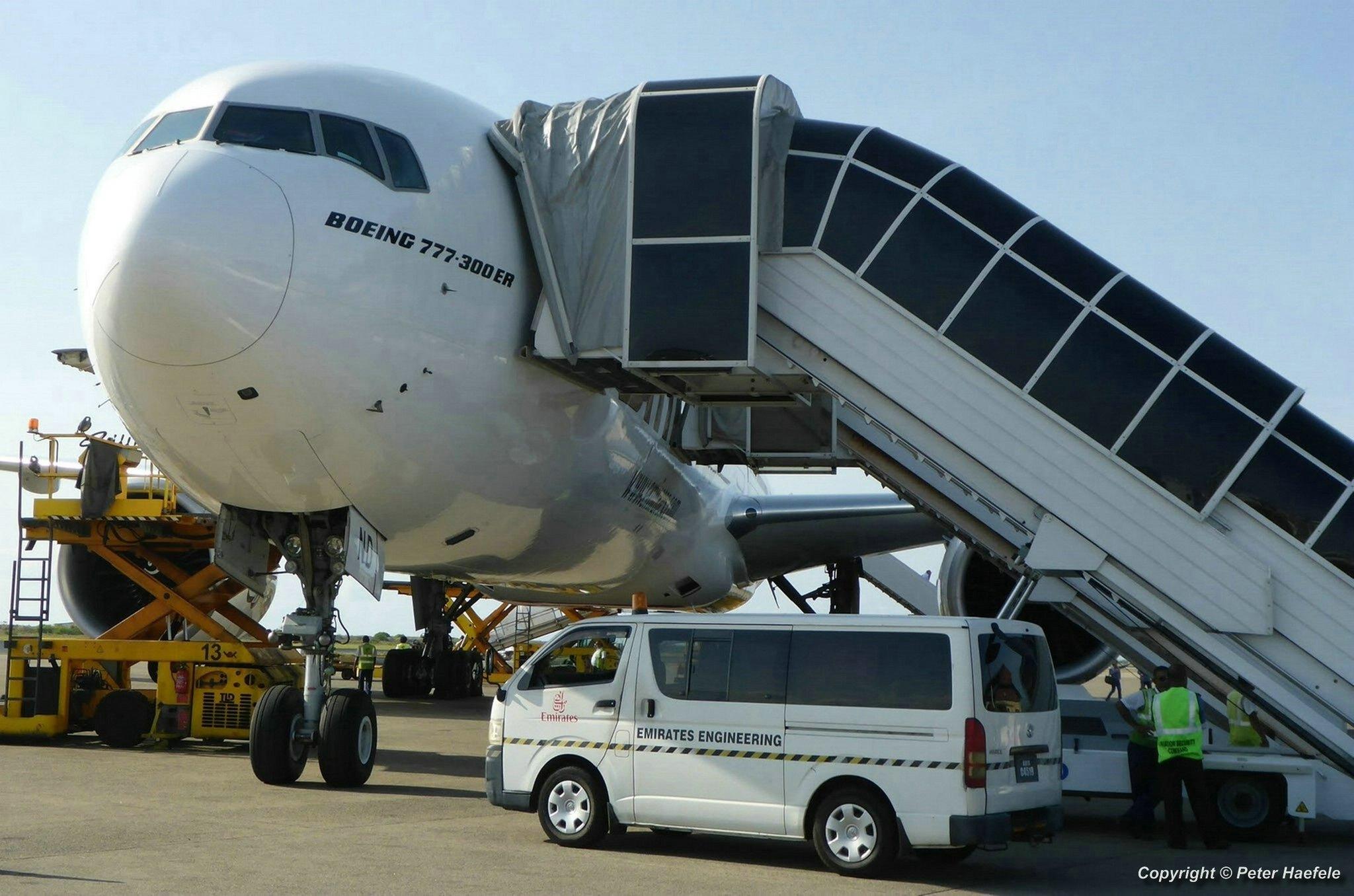 Boeing 777-300ER der United Arab Emirates auf dem Flughafen von Male - Boeing 777-300ER of United Arab Emirates at Male Airport