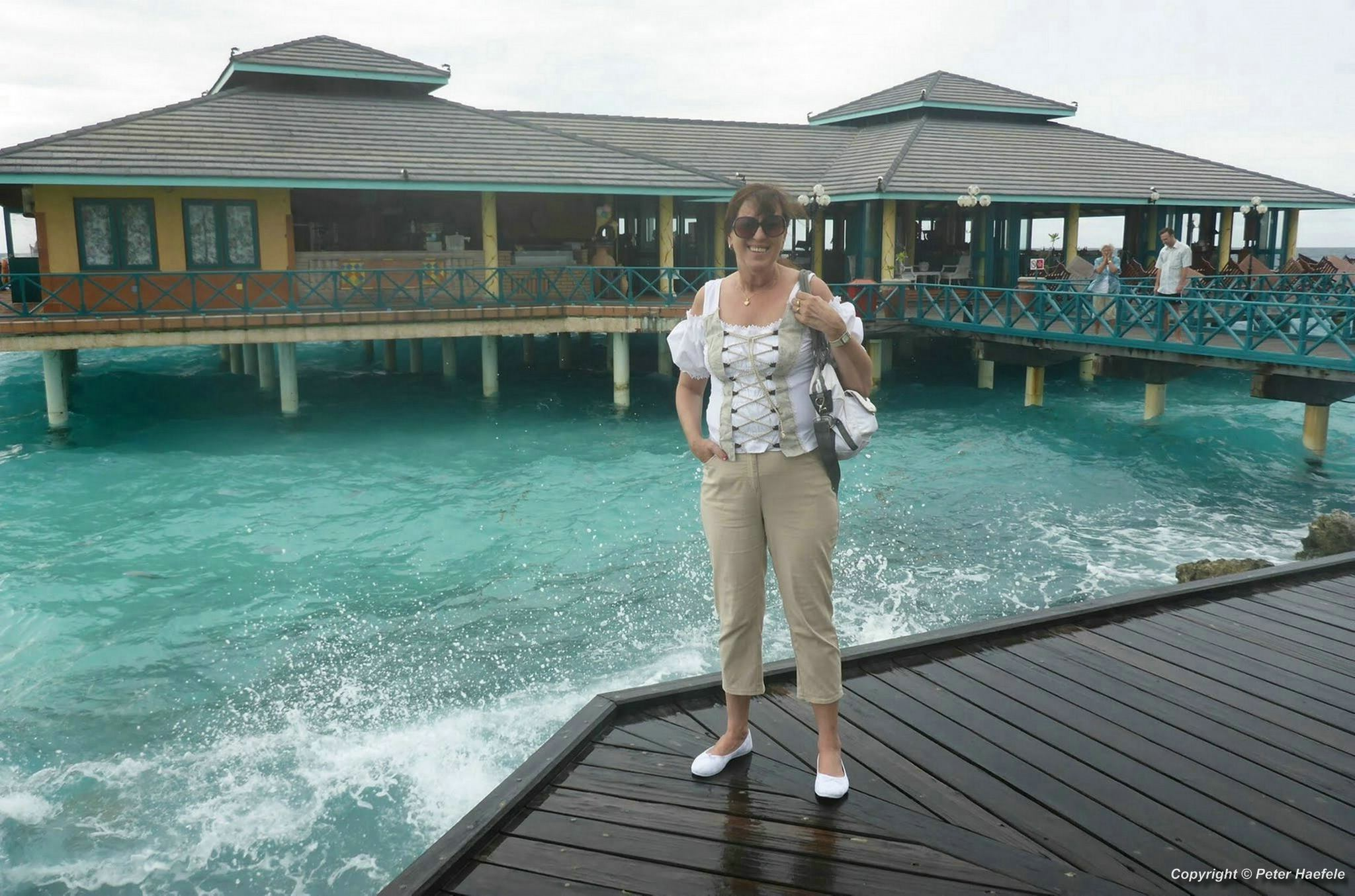 Hanni vor dem Italienischen Restaurant, Nalaguraidhoo (Sun Island) Malediven
