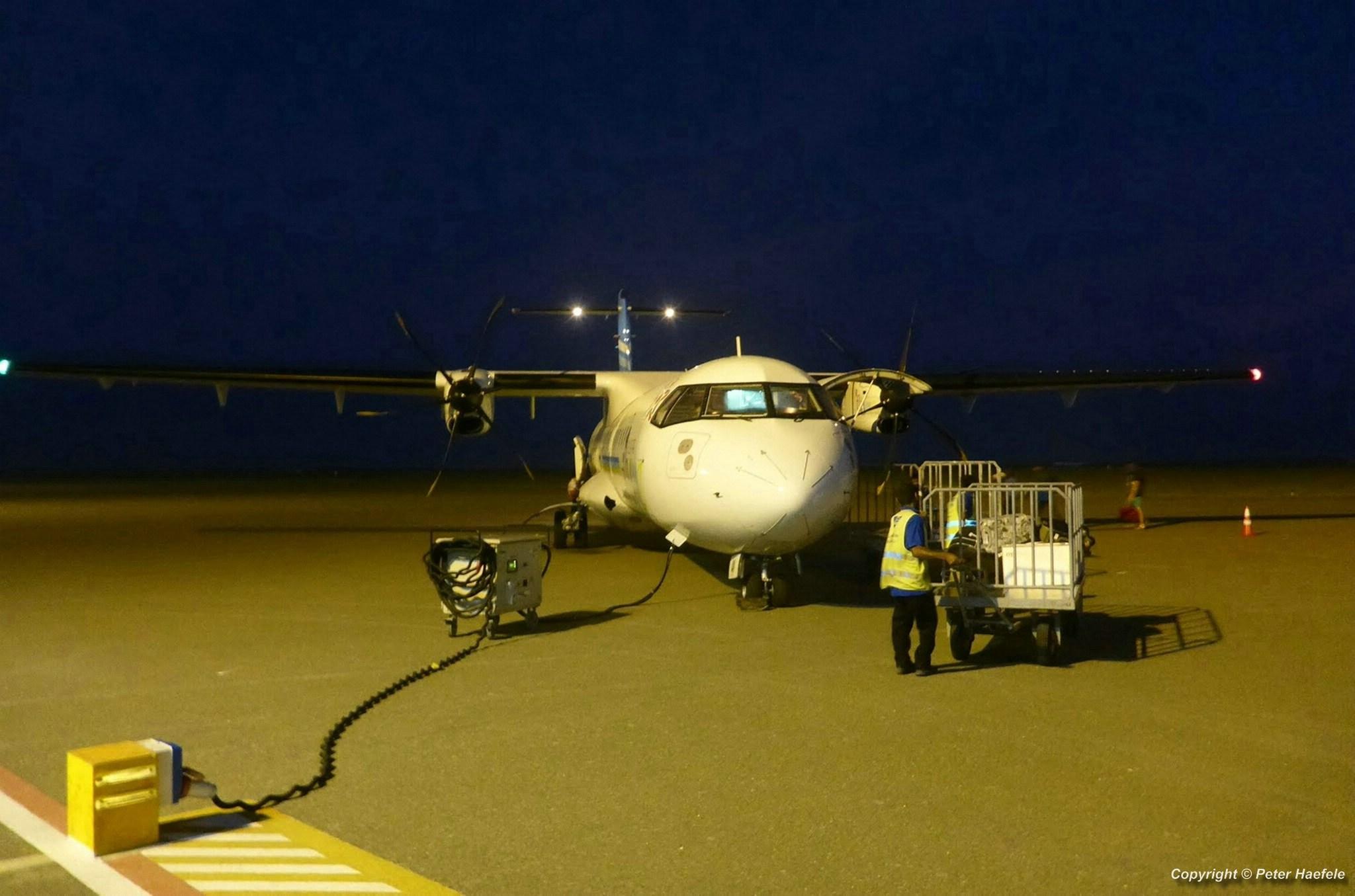 Ankunft mit einer ATR 72-500 Turbo-Prop auf dem Flughafen von Male